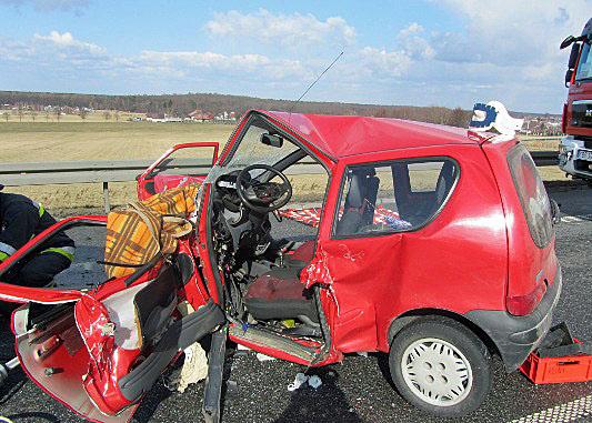 Wypadek drogowy w Jasieniu. Dwie osoby zginęły
