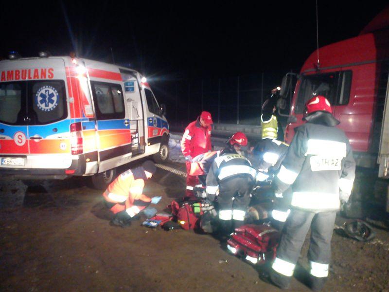 Zarzut zabójstwa dla nastolatków, którzy rzucali bryłami lodu do samochodów na A4