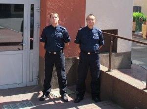 st. sierż. Rafał Gubała i st. post. Marcin Jamro z Komisariatu Policji w Grybowie. Fot. Małopolska Policja