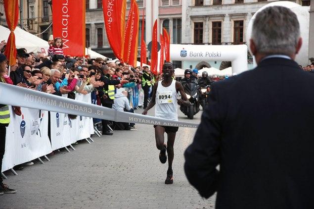 Kenijczyk Edwin Kirui został zwycięzcą 13. Cracovia Maratonu. Fot. Bogusław Świerzowski/INFO Kraków24
