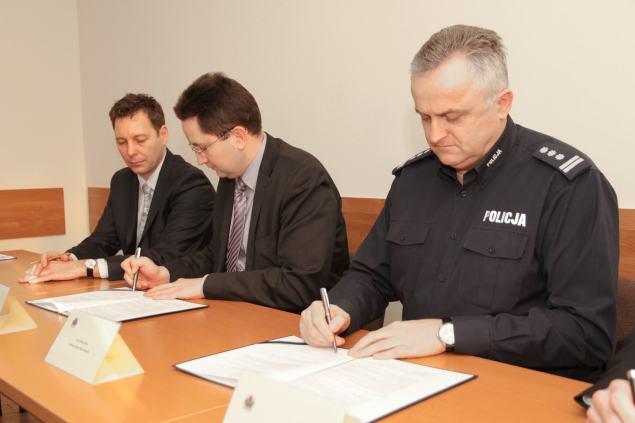 podpisanie porozumienia. Fot. Małopolska Policja