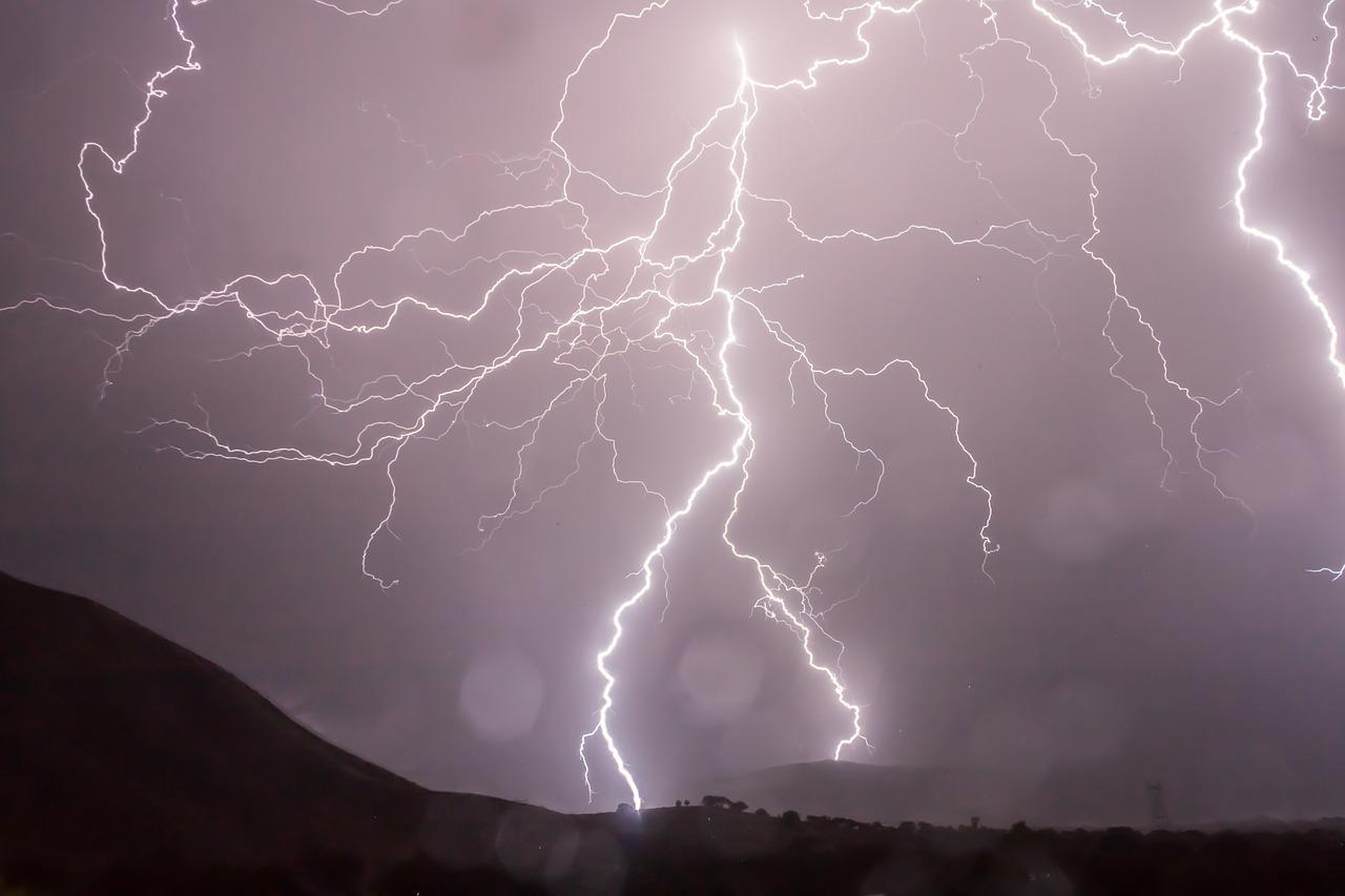 Uwaga na intensywne opady deszczu i burze!