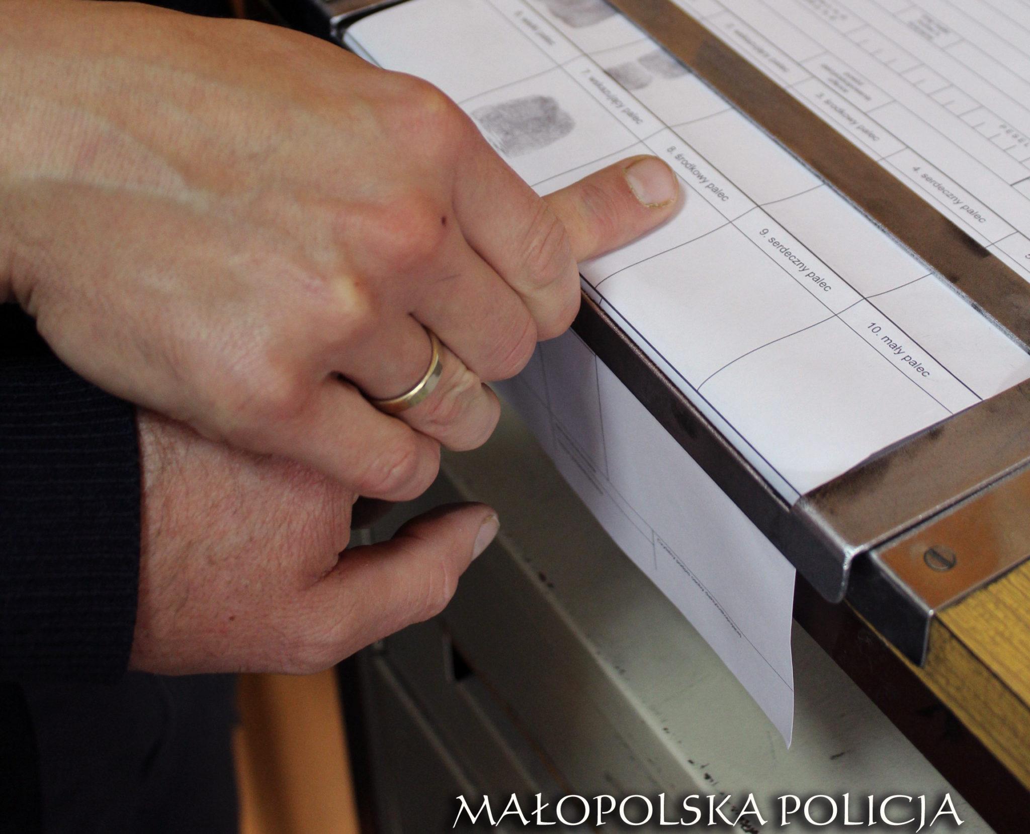 Kęty - Poszukiwany próbował uciec przez okno i wpadł wprost w ręce policjantów