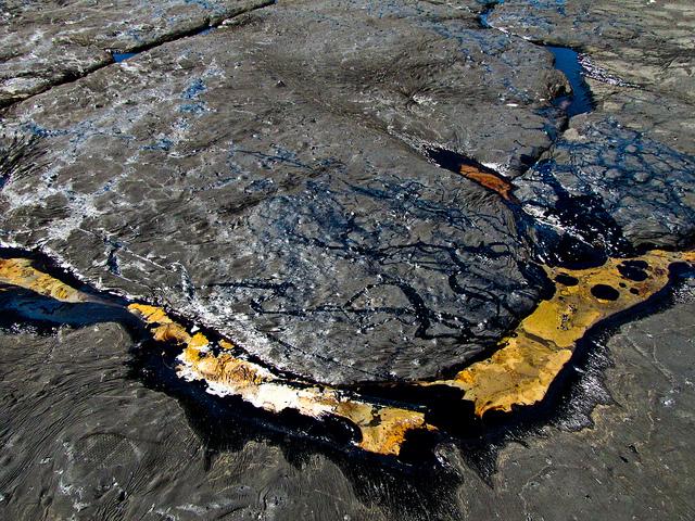 10102312-le-pitch-lake-a-la-brea-sur-l-ile-de-trinidad