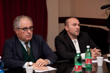 MAURIZIO D'ANGELO, presidente del Trianon, e GIANFRANCO GALLO nella conferenza stampa di presentazione del musical QUARTIERI SPAGNOLI - foto di DAVIDE VISCA