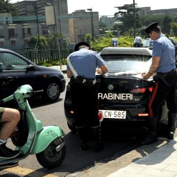 Napoli, cerca di evitare le multe offrendo soldi ai carabinieri. Arrestato 39enne cinese. Preoccupante fenomeno in aumento tra gli stranieri.