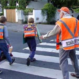 """Arzano, servizio Nonno vigile """"Un amico per i bambini"""", il progetto coinvolgerà 25 anziani"""