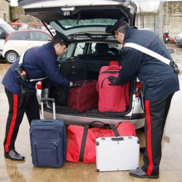 Outlet La Reggia di Marcianise; turisti depredati dei bagagli del valore di 30 mila euro da una coppia di rom. Arrestati dai carabinieri.