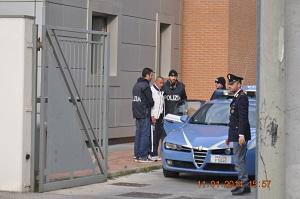 Pagano 1200 euro per riavere l'autovettura. La polizia scopre tutto. Estorsore in manette.