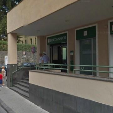 Somma Vesuviana, rapina al Banco di Napoli. I carabinieri bloccano tre malviventi