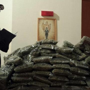 I carabinieiri bloccano un giovane con 58 kg di stupefacenti che avrebbero fruttato 700 mila euro