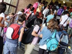 Allarme pedofilia a Casalnuovo. Tentano di rapire un bambino fuori una scuola. Giovani Verdi: servono le ronde antipedofili