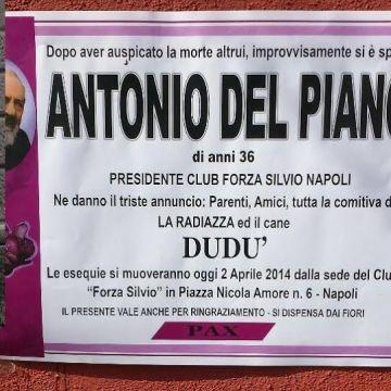 Napoli, finto manifesto mortuario per De Magistris. Controrisposta della radiazza altro manifesto mortuario per Antonio Del Piano