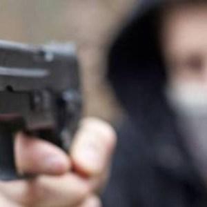 Cardito, armati di pistola rapinano una coppietta. Inseguiti ed arrestati uno dei malviventi muore accidentalmente