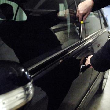 Crispano, carabiniere libero dal servizio sventa il furto di un auto. arrestato uno dei rapinatori