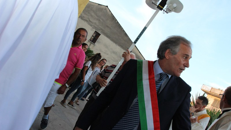 Grumo Nevano, appalti sui rifiuti, arrestato il sindaco Pietro Chiacchio, l'ex Vincenzo Brasiello e il comandante dei Vigili Urbani Luigi Chiacchio. I cittadini intanto pagavano profumatamente la raccolta differenziata