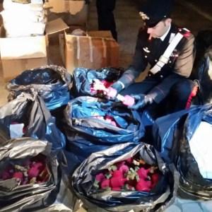 Melito, 800 chilogrammi di botti e materiale esplosivo sequestrati dai carabinieri in un capannone