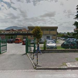 Volla, litigano con la dirigente del San Giovanni Bosco e danneggiano la scuola