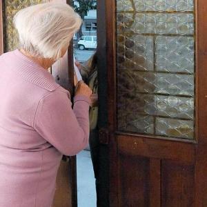 Truffa del corriere: sottratti oltre 2 mila euro ad un'anziana. Due arresti