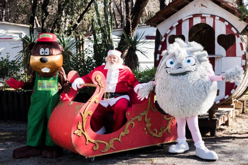 Varcaturo, Santa Claus Varca D'oro Village. Dopo la città ritorna nel bosco il villaggio di Babbo Natale