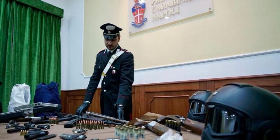 Camorra, i carabinieri individuano latitante dei Lo Russo in Spagna. Arrestato allo sbarco di Civitavecchia