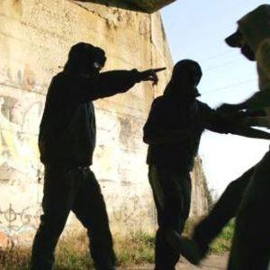 Napoli, aggressione davanti alla fermata metro Policlinico. Identificati e denunciati due minori. Guarda il video