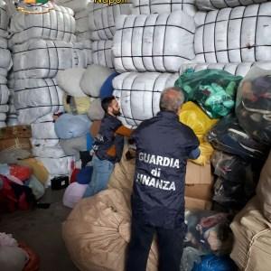 Napoli, controlli delle fiamme gialle. Sequestrato deposito con 278 tonnellate di rifiuti speciali e discarica abusiva all'interno del Parco Regionale dei Monti Lattari