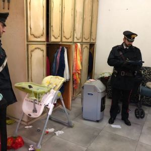 Grumo Nevano, venti persone stipate in un tugurio, presenti  due bambini. Deferiti quattro pakistani. Paese allo sfascio