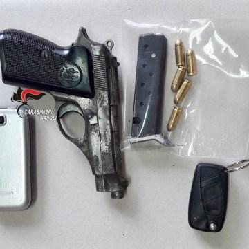 Casalnuovo, sparano contro un auto per rapinare il conducente. I carabinieri intercettano e arrestano due malviventi