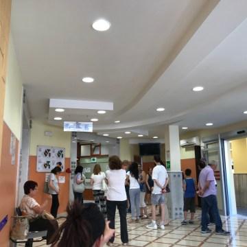 Frattamaggiore, ospedale San Giovanni di Dio caos al CUP. Calca degli utenti e display non funzionanti