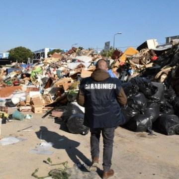 Giugliano, maxi sequestro di rifiuti pericolosi. Nei guai un'azienda della zona ASI