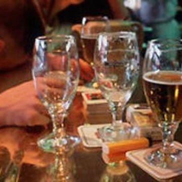 Vomero, alcol ai minorenni; giovane finisce in ospedale: chiuso il bar