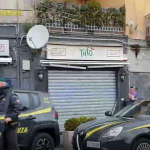"""Napoli, operazione Tufo: sgominata organizzazione di narcotrafficanti della """"Napoli Bene"""". Guarda il video"""