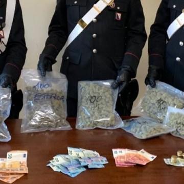 Sant'Antimo, contromano con mezzo chilo di droga. Arrestata coppia di Sant'Antimo