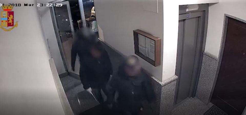 Rapinatori travestiti da finanzieri: 10 arresti della Polizia (video)