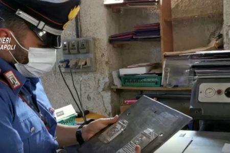 Centrale del falso a Somma Vesuviana. Recuperati 100 passaporti contraffatti e 16 clichè