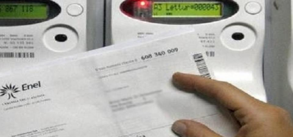 Falsi operatori dell'Enel fotografavano le fatture dei cittadini per attivare nuovi contratti. Denunciati