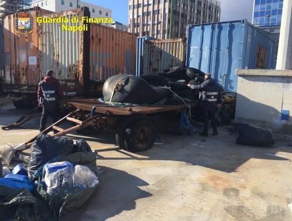 """Napoli, Operazione """"Piazza pulita"""". Sequestrate 100 tonnellate di rifiuti pericolosi dalle fiamme gialle. Denunciati tre responsabili"""