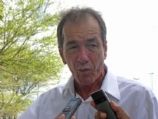 Garcez lamenta falta de negociação com o governo