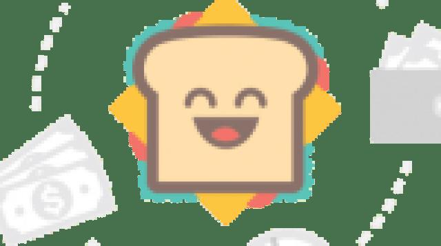 Kamus Dwibahasa MKS saiz tapak tangan saya pada 1995. Muka surat pertama, ada catatan perkataan-perkataan pertama yang saya tulis masa Darjah 2.