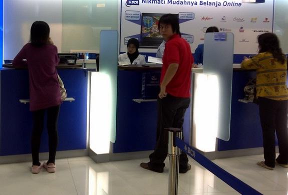 layanan teller kantor bank bca