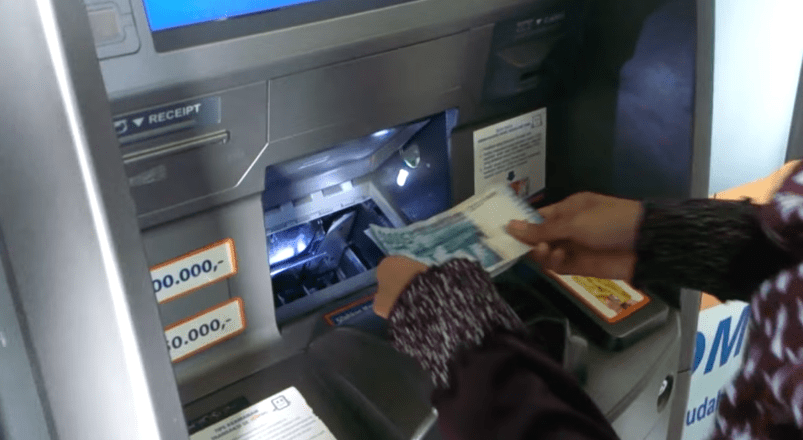 Masukan Uang ke Mesin Setor BRI