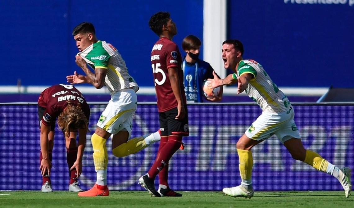 Defensa y Justicia goleó al Lanús del pampeano Luis Zubeldía y salió campeón  de la Copa Sudamericana – infopico.com