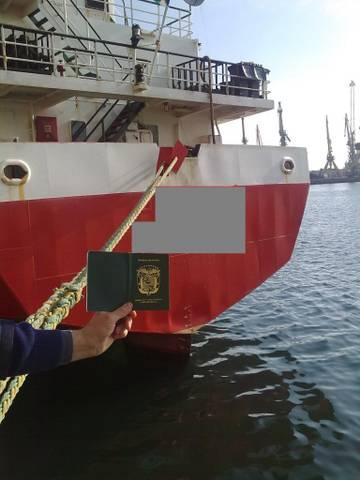 Articole sport contrafaƒcute la Agigea si Carnet de marinar fals