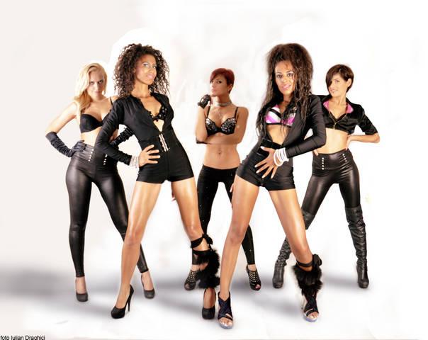 Trupa Velvet – doua mulatre sexy care fac senzatie prin cluburi