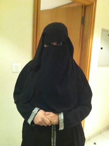 Adina fascinata de imbracamintea arabeasca!