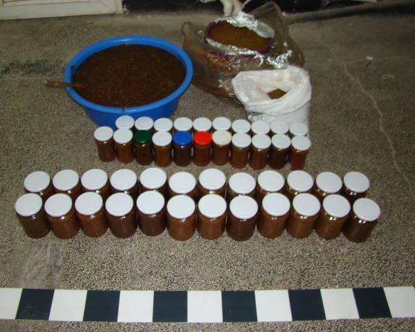 Sute de kilograme de icre, descoperite după efectuarea unor percheziţii domiciliare