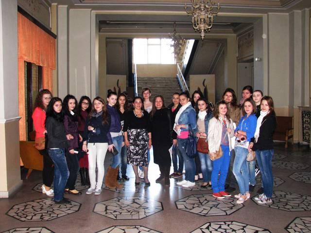 Peste 600 de elevi din Constanţa au aflat tainele Teatrului Naţional de Operă şi Balet