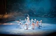 """Patinatorii de la The Imperial Ice Stars i-au fermecat pe bucuresteni cu spectacolul pe gheata """"LACUL LEBEDELOR""""!"""