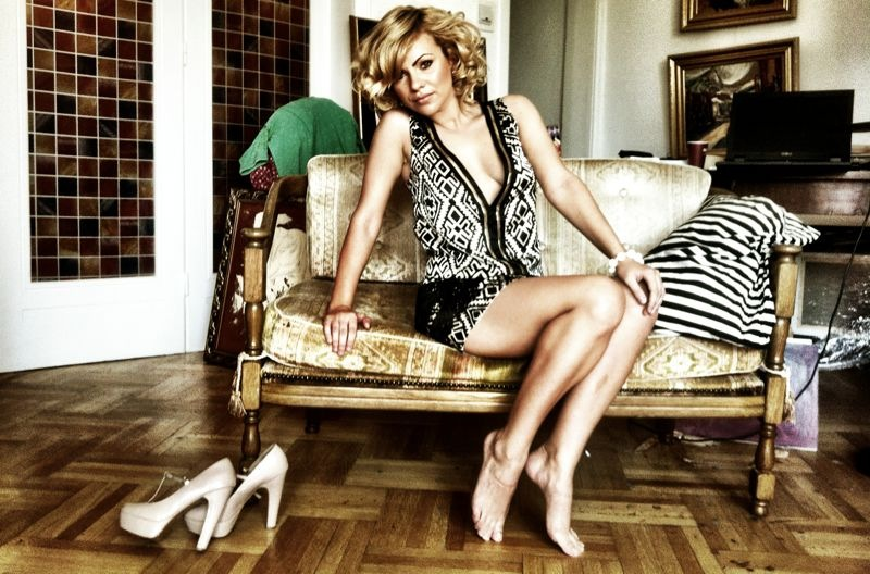 Uite cat de mult s-a schimbat Cristina Vasiu de la Vocea Romaniei! Si-a lansat piesa noua cu J Yolo!